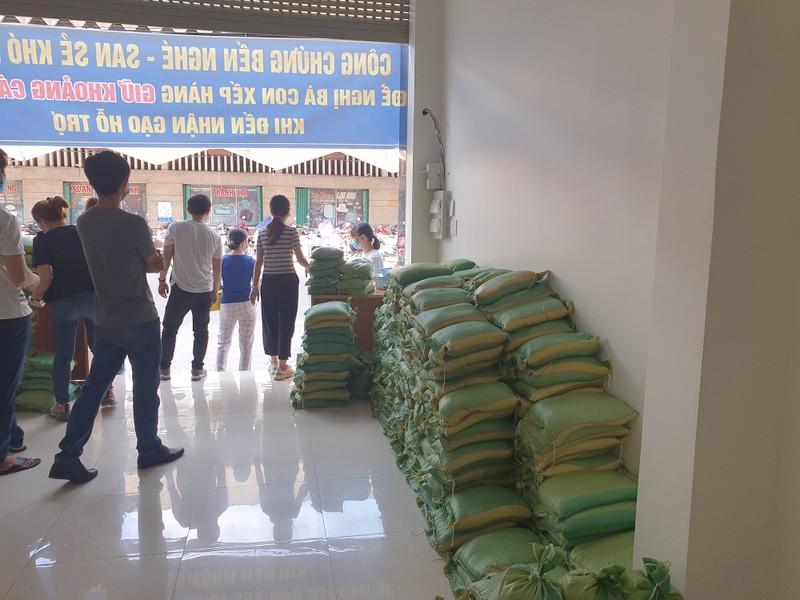 Văn phòng công chứng Bến Nghé phát gạo cho người nghèo - ảnh 6