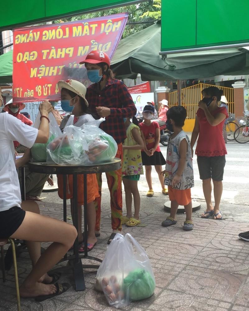 30 tấn gạo đã đến tay những người khó khăn trong mùa dịch - ảnh 4