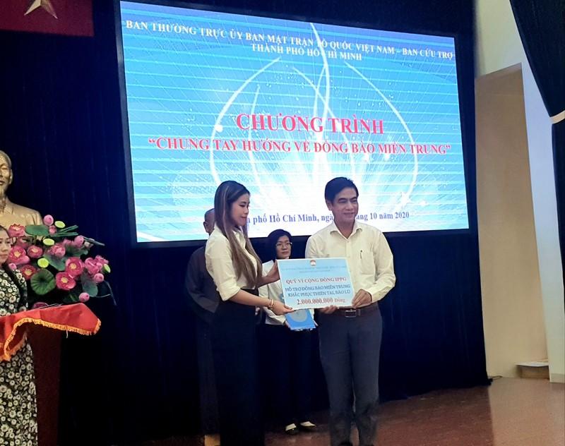 Hơn 7,7 tỉ đồng hỗ trợ cho miền Trung thông qua UBMTTQ TP.HCM - ảnh 6