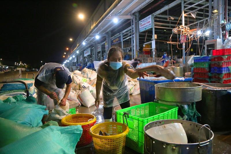 Bí thư Thành uỷ TP.HCM Nguyễn Văn Nên thị sát chợ Bình Điền  - ảnh 3