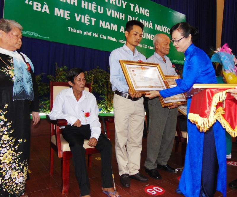 TP.HCM truy tặng 107 bà mẹ Việt Nam anh hùng - ảnh 1
