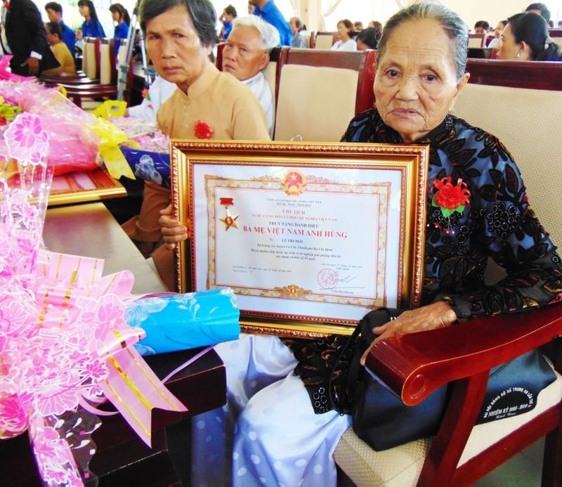 TP.HCM truy tặng 107 bà mẹ Việt Nam anh hùng - ảnh 3