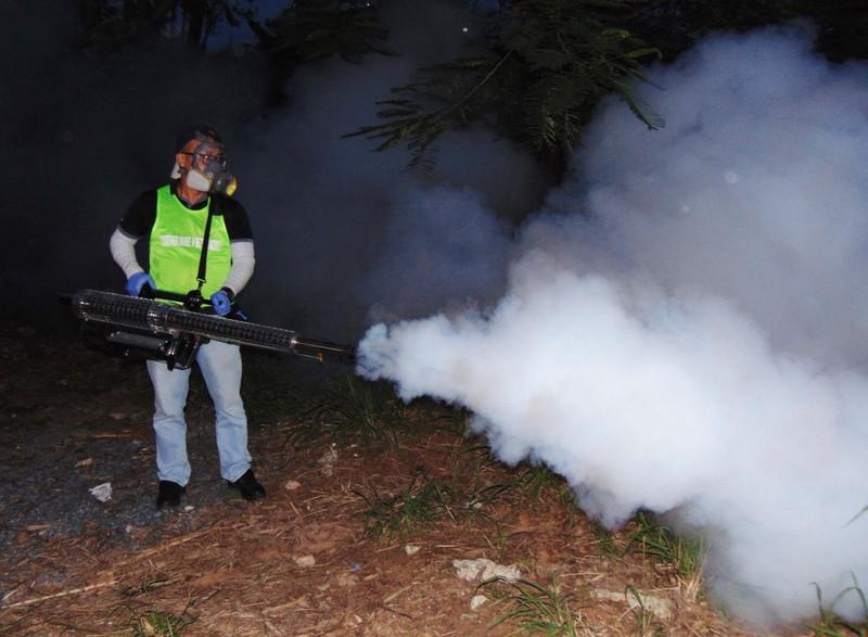 TP.HCM thí điểm phun thuốc muỗi bằng kỹ thuật khói nóng - ảnh 1