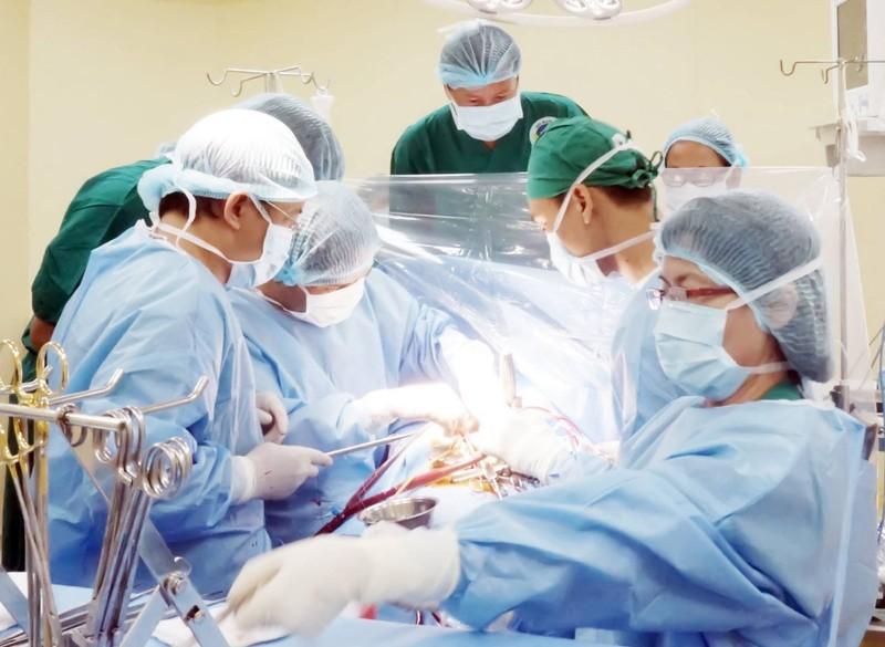 Bác sĩ ngỡ ngàng thấy hai van tim bị ... vôi hóa!  - ảnh 1