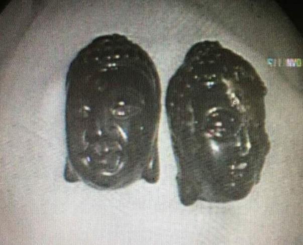 2 tượng Phật 'đi lạc' vô bụng người phụ nữ - ảnh 1