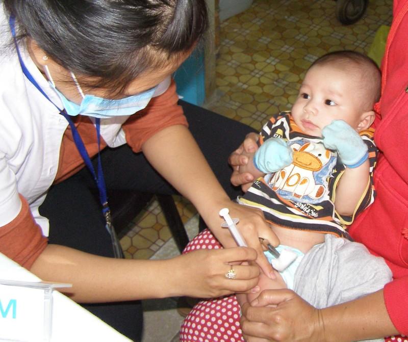 Trẻ dưới 1 tuổi buộc tiêm vaccine ngừa bạch hầu kẻo trễ - ảnh 1