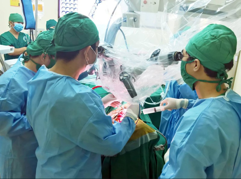 phẫu thuật khối u não