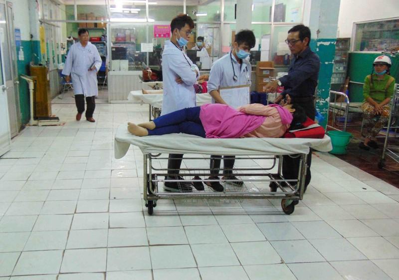 Bác sĩ không còn mang ủng, lội nước khám bệnh  - ảnh 2