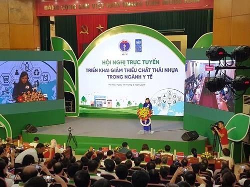 Bộ trưởng Y tế: Dừng sử dụng túi nylon, ly nhựa ngay hôm nay! - ảnh 1