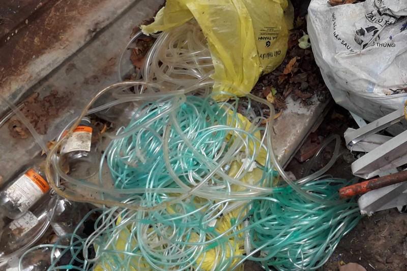Đề nghị BV Phạm Ngọc Thạch xử lý dứt điểm vụ rác lây nhiễm - ảnh 1