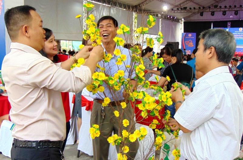 Viên chức TP.HCM hiến máu trong ngày hội 'Tết sum vầy' 2020 - ảnh 4