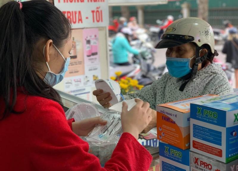 Phó Thủ tướng: Rút giấy phép nhà thuốc nâng giá khẩu trang - ảnh 1