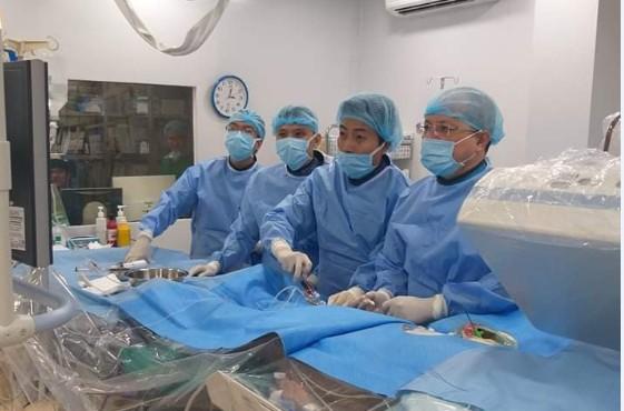 Cứu sống bệnh nhân tim nằm… bên phải bị nhồi máu cấp - ảnh 1