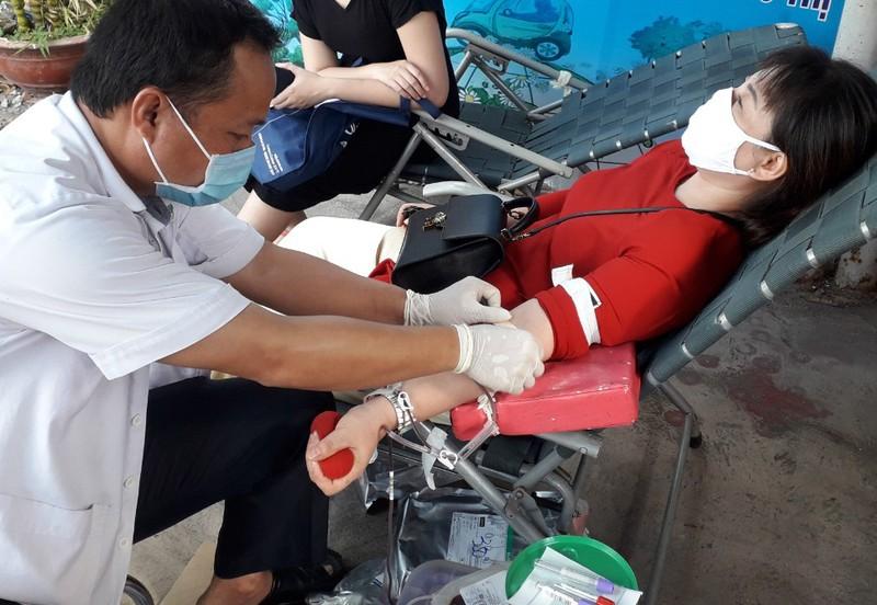 Người dân Hóc Môn hăng hái hiến máu trong mùa dịch COVID-19 - ảnh 1