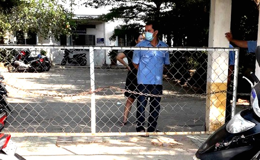 Nhiều người trong BV ở Hóc Môn không đeo khẩu trang - ảnh 4