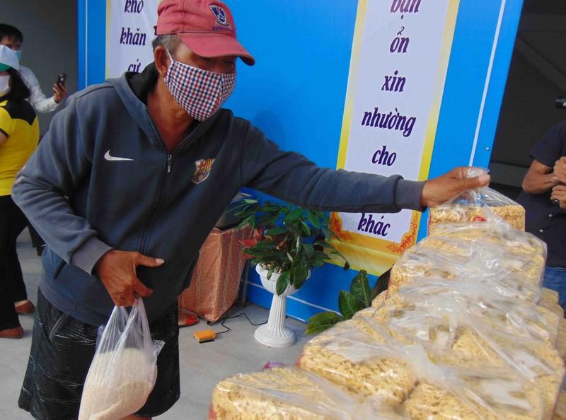 TP.HCM: Bà con quận 12 vui mừng vì có 'cây gạo' gần nhà - ảnh 3