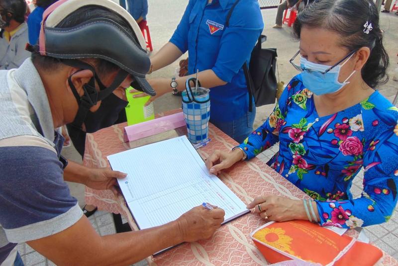 TP.HCM: Bà con quận 12 vui mừng vì có 'cây gạo' gần nhà - ảnh 4