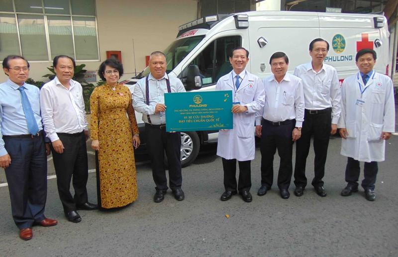 BV Nhân dân 115 nhận xe cứu thương chống dịch COVID-19 - ảnh 1