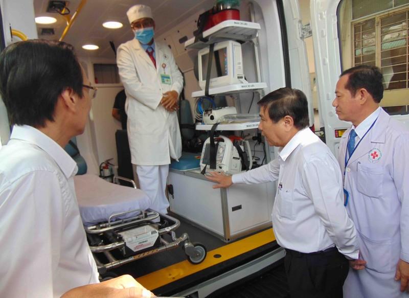 BV Nhân dân 115 nhận xe cứu thương chống dịch COVID-19 - ảnh 2