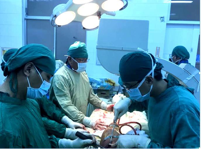 Chuyển giao kỹ thuật vi phẫu chỉnh hình cho BV Khánh Hòa - ảnh 1