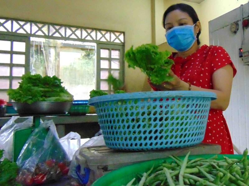 Thảo Cầm Viên SG: Bớt tiền lương mua thức ăn cho thú nuôi  - ảnh 3