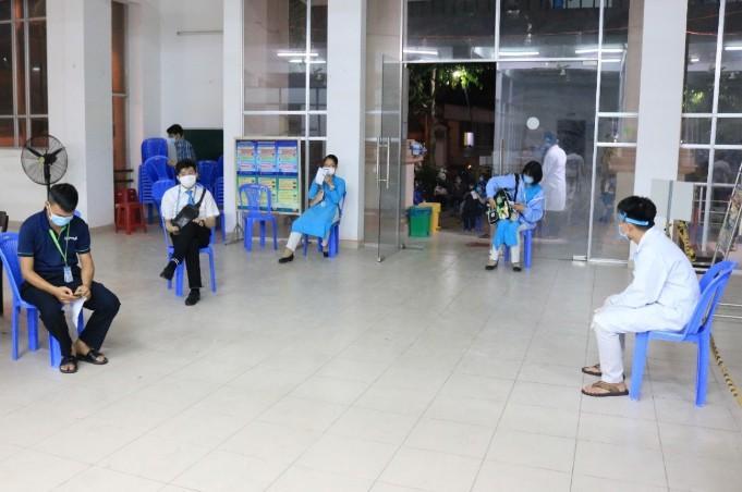 TP.HCM khẩn trương xét nghiệm COVID-19 người làm ở sân bay - ảnh 1