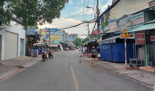 TP.HCM: Dân sống gần chợ tự phát an tâm không sợ lây nhiễm COVID-19. - ảnh 3