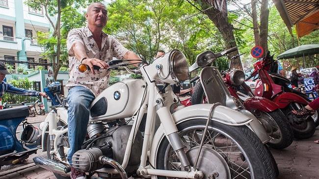 Chủ bộ sưu tập môtô 'khủng' tại Hà thành lên 'báo Tây'