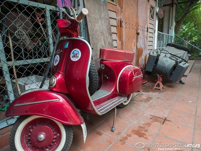 Chủ bộ sưu tập môtô 'khủng' tại Hà thành lên 'báo Tây' 6