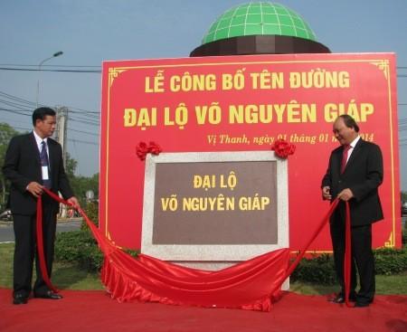 Phó Thủ tướng mở bảng tên Đại lộ Võ Nguyên Giáp tại Hậu Giang