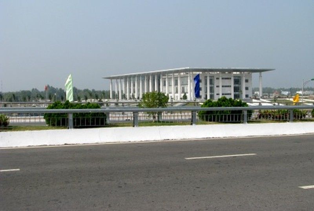 Đại lộ đi ngang qua trụ sở Tỉnh ủy Hậu Giang...