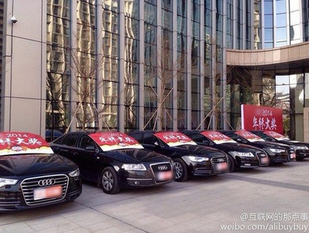 10 chiếc Audi của công ty Internet Quảng Châu. Ảnh: Weibo