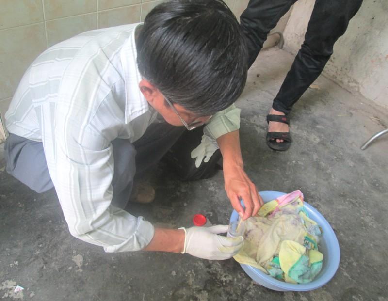 Lấy mẫu kiểm tra sinh vật lạ trong khăn tắm Trung Quốc - ảnh 2