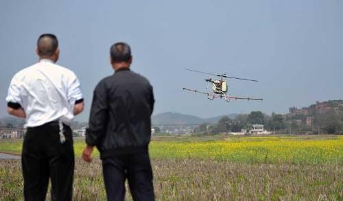Nông dân chế máy bay để... phun thuốc trừ sâu - ảnh 3