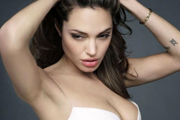 Góc khuất cuộc đời 'người đàn bà gợi cảm' Angelina Jolie - ảnh 1