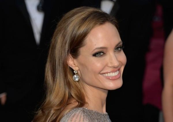 Góc khuất cuộc đời 'người đàn bà gợi cảm' Angelina Jolie - ảnh 5