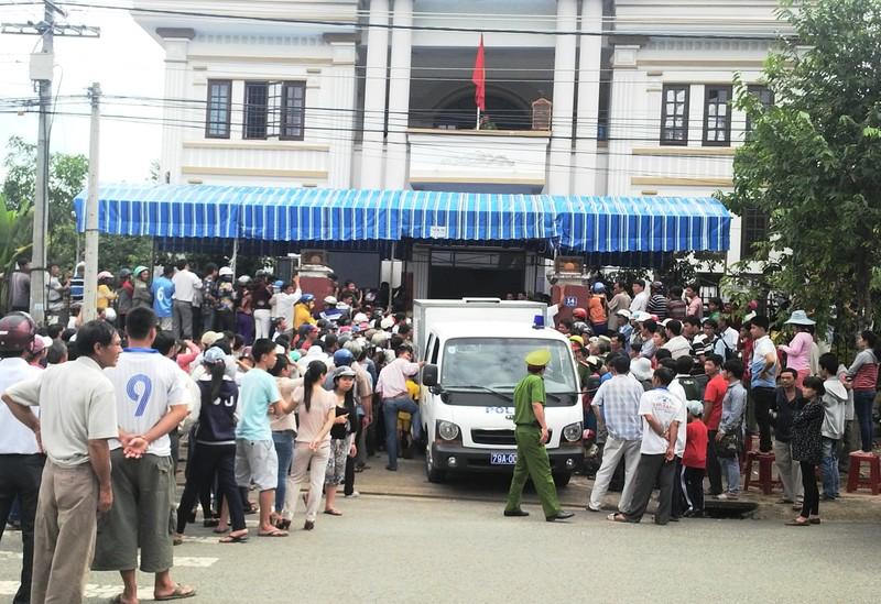 """Khánh Hòa: Hoãn phiên tòa vụ bốn công an """"ăn chặn"""" trầm kỳ - ảnh 2"""