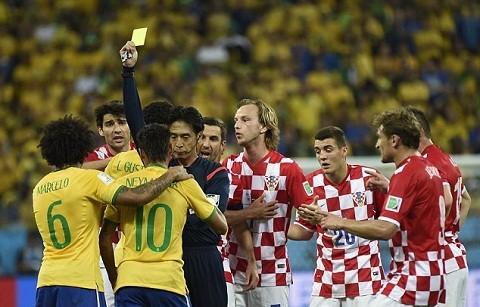 Sự cố trọng tài trận khai mạc: Croatia dọa bỏ giải. 'Một scandal cho FIFA'  - ảnh 1