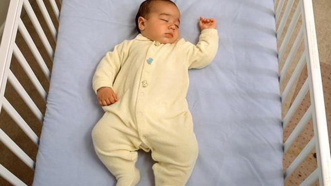 Thương con, đừng cho ngủ chung giường - ảnh 1