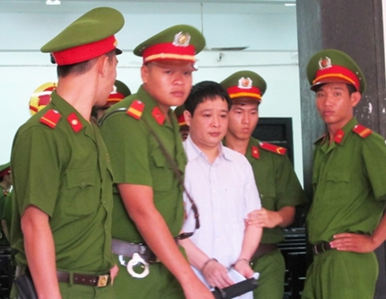 Hoãn phiên tòa vụ tham ô khi sửa ụ tàu vì vắng Dương Chí Dũng - ảnh 2