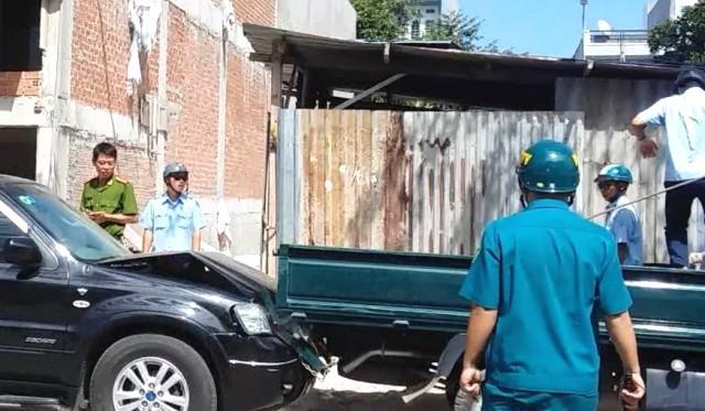 Clip người phụ nữ xây nhà sai phép, lái ô tô đâm xe đoàn kiểm tra - ảnh 1
