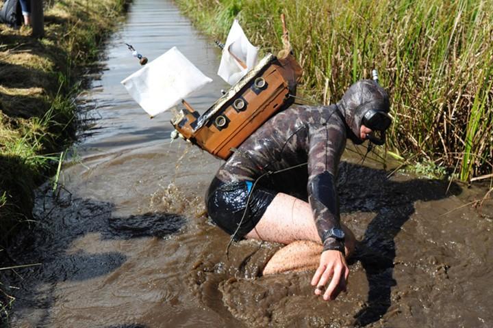 Ngộ nghĩnh với giải vô địch lặn bùn dùng ống thở - ảnh 5