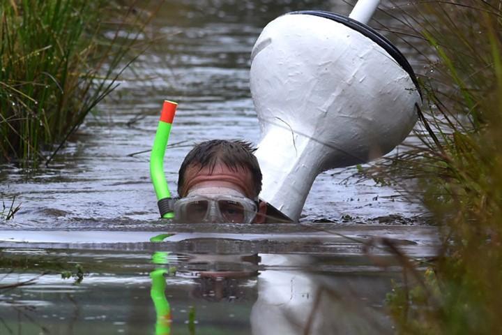 Ngộ nghĩnh với giải vô địch lặn bùn dùng ống thở - ảnh 7
