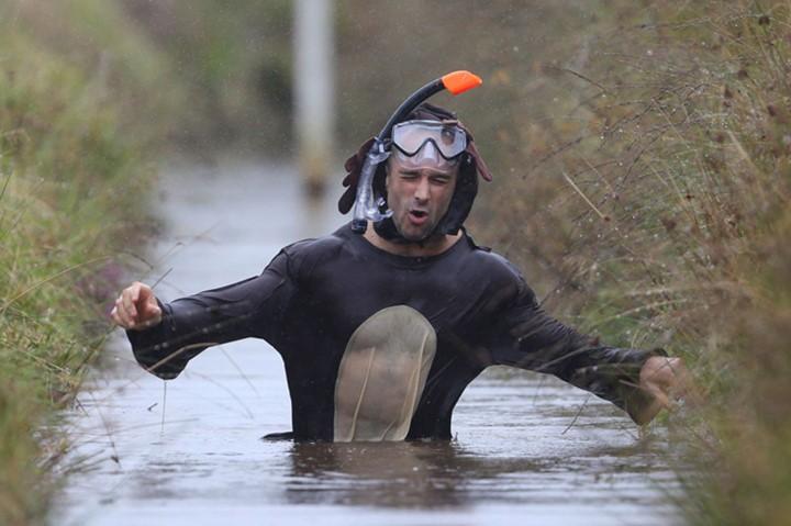Ngộ nghĩnh với giải vô địch lặn bùn dùng ống thở - ảnh 2