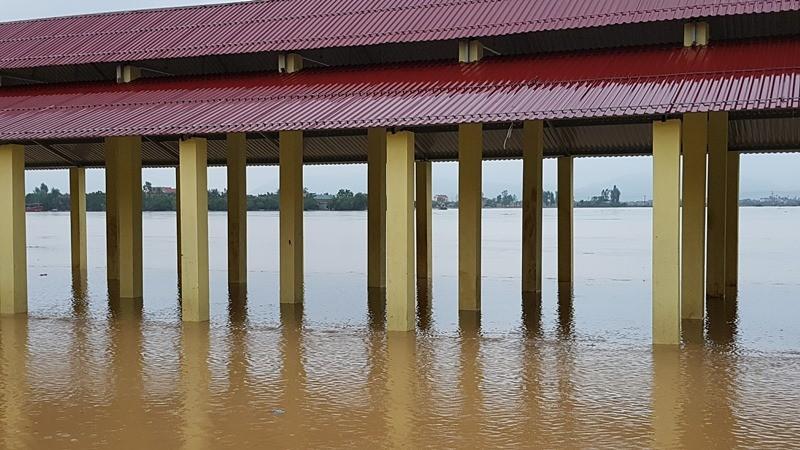 Lũ trên sông Gianh đang nhấn chìm hàng ngàn ngôi nhà - ảnh 5