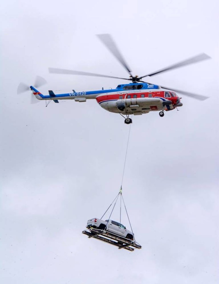 Chùm ảnh:Trực thăng cẩu ô tô bay trên bầu trời Vũng Tàu - ảnh 3