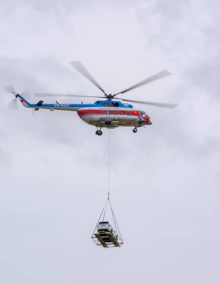 Chùm ảnh:Trực thăng cẩu ô tô bay trên bầu trời Vũng Tàu - ảnh 4