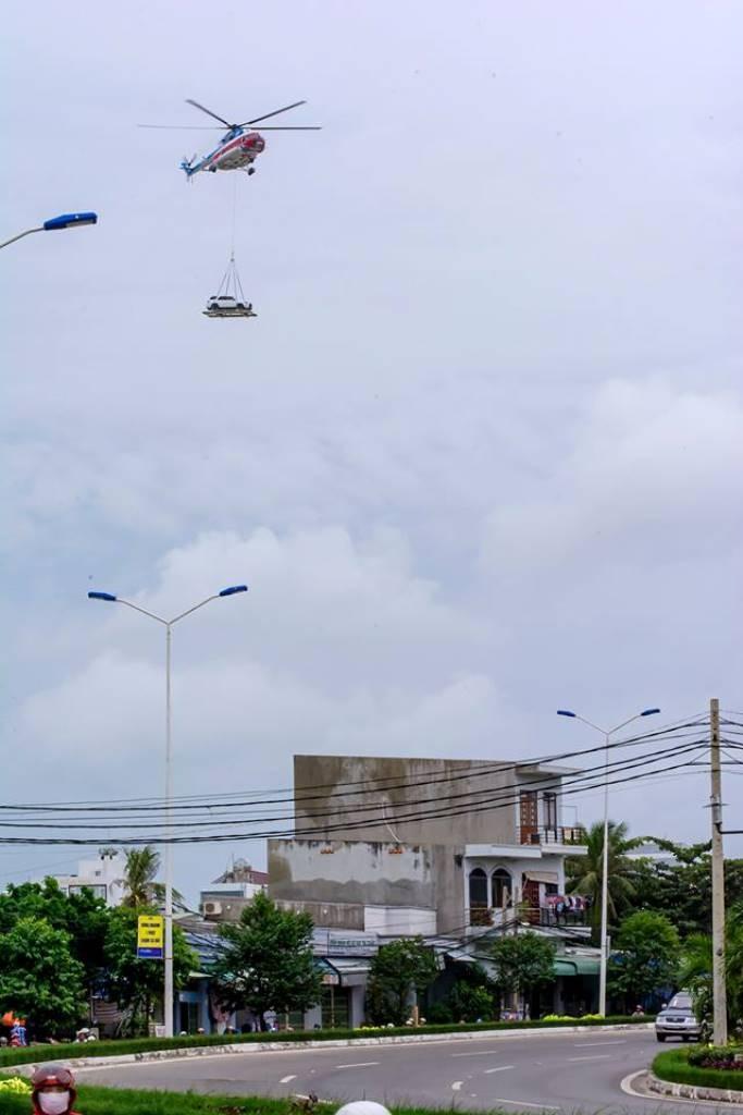 Chùm ảnh:Trực thăng cẩu ô tô bay trên bầu trời Vũng Tàu - ảnh 6