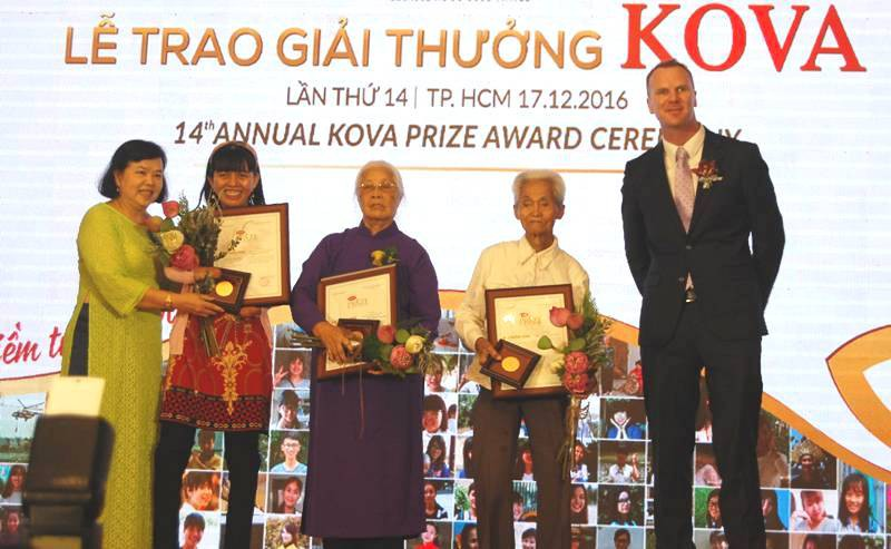 Cụ ông 26 năm viết thư ở Bưu điện TP.HCM nhận giải KOVA - ảnh 1