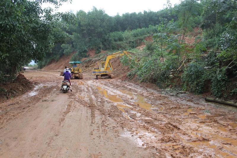 Quảng Ngãi tập trung khắc phục hậu quả mưa lũ - ảnh 1